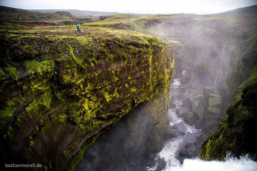 Bastian Morell - Island cliffs-2